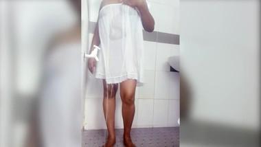 Sri lankan sexy bath with under skirt hidden cam   යට සායක් ඇදන් නාන ශානි අම්මො ඒ ආර්තල් එක