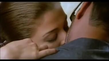 Aishwarya Smooches Ajay Devgan - Khakee - Hot Kissing Scenes.mp4