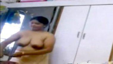Big boobs of marathi aunty caught on camera