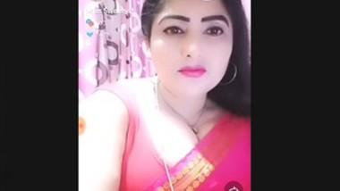 Beautiful Sexy Paki Bhabi Nude Dancing On Tip Tip Varsa Pani