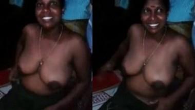 Mallu wife Showing Boobs