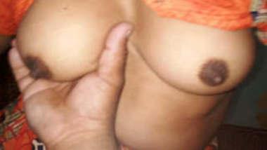 Desi Hot Bhabhi Give Handjob