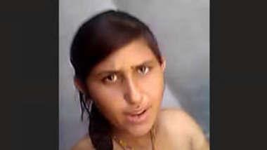 Desi bhabhi showing vdo