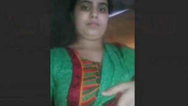 Desi hot bhabhi showing vdo