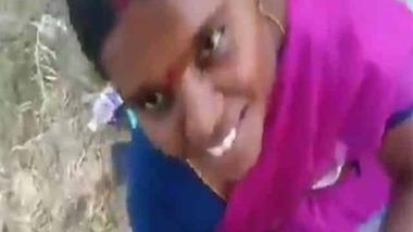 Married Tamil slut outdoor fun with her neighbor