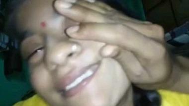 Beautiful Rajsthani Bhabiji sucking penis MMS video