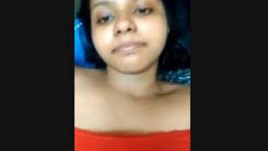 Sexy Desi girl Showing Big Boobs