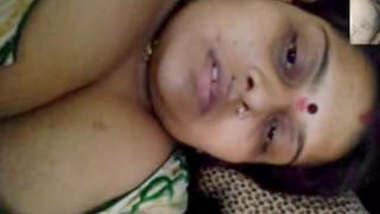 Bhabhi Showing Her Big boobs On Video Call