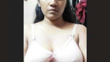 Bigboob Bangladeshi Girl Showing In VideoCall