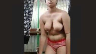 Sexy Bangladeshi Girl Bathing