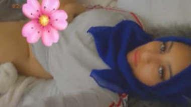 Beautiful Hijabi Paki girl Showing