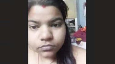 Chubby Desi Bhabhi Wearing Cloths