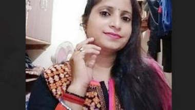 Desi cute Bhabi mms 2 clips part 1