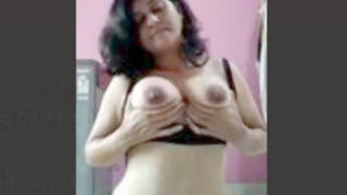 Super Hot Desi Girl Play With Her Boobs new Leaked MMS