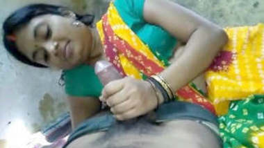 Sexy Indian Bhabhi Handjob