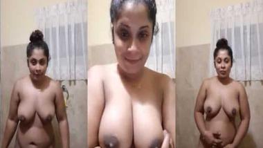 Chubby Srilankan girl nude MMS video