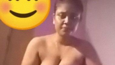Lankan girl showing nude on video call