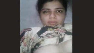 Hot Paki Bhabhi Masturbating