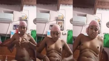 Indian Bhabhi fingering pussy on selfie cam