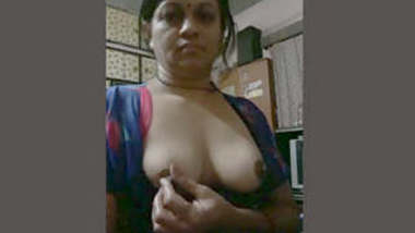 Bhabhi playing with boobies