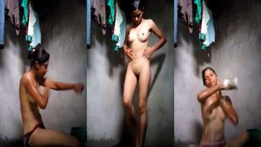 Village girl bathing nude MMS video