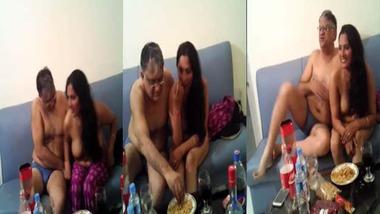 Nude Desi Randi in hotel room MMS video