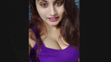 Hot Gunjan Aras Showing Her Nude