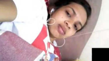 Lankan Girl Showing Her Pussy