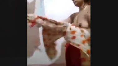 Desi Hot Bhabhi complete bath