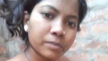 Indian village lady exposing Full nude in bathroom
