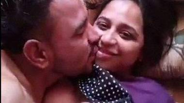 Beautiful Indian MILF romantic xvideo with BF