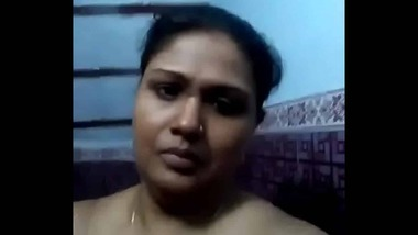 Busty Tamil nude bath video looks impressive