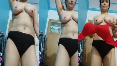 Topless Desi horny housewife boob show video