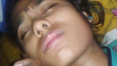 Desi closing eyes and accepting porn video