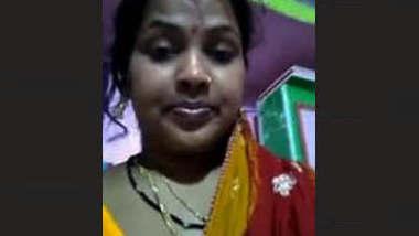 Desi Hot Bhabhi Masturbate and Bath Video