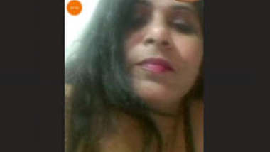 Hot look bhabhi showing to lover on video call