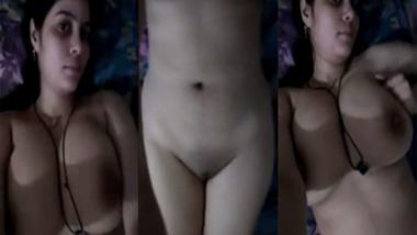 Muslim girl nude selfie video looks seductive