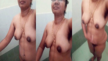 Adorable south sexy Indian nude MMS