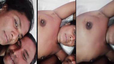 Dehati couple phone sex with boob show