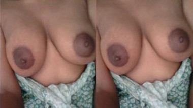 Bhabi Shahida Showing her Boobs