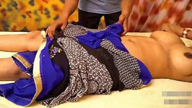 Desi Pari Bhabhi Big Boobs Massage in Parlour