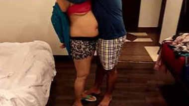 Indian hot bhabhi romance in room