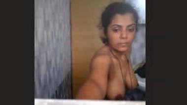Desi Bhabhi Nude Bathing Video