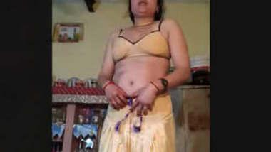 Damn hot Sexy bhabhi boobs and pussy captured before fucking