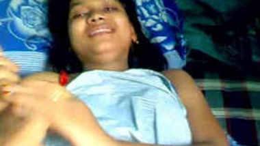 Desi Mumbai college girl Shilpa boob show leaked