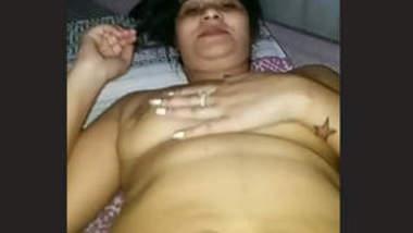 Beautiful hot aunty exposed