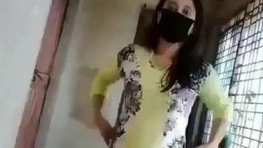 Desi sexy bhabi shwo her hot pussy