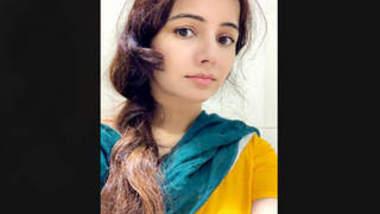 Pakistani Beautiful actress RabiPirzada Leaked Video