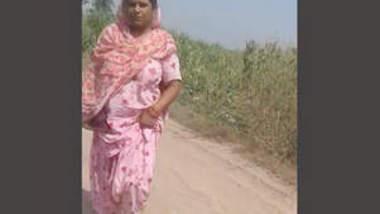 Punjabi randi fucked in fields part 2