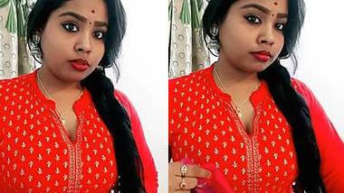 Desi Big boobed Sridevi Thyagarajan cleavage hint